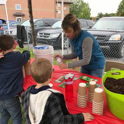 Cultiver avec des enfants dans le besoin | Projet JardinK | Club Kiwanis de Québec